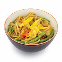 Japanese UDON noodles with chicken, eggs, and vegetables
